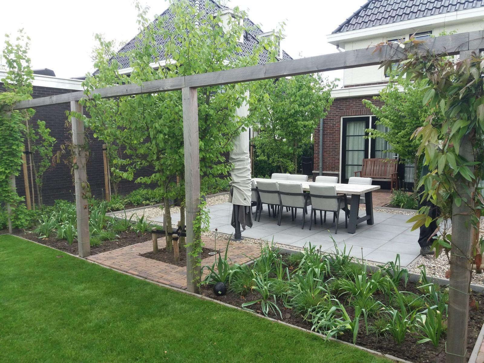 Update landelijke en strakke tuin in houten oscar s groen